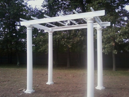The picture sent to us, showing the pergola.